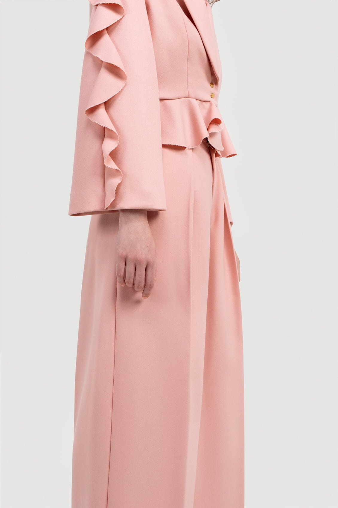 VALDONE Au - Wide sleeve shoulder-to-hem ruffle detail of the women's tailored suit jacket ALYSA in baby pink fine wool fabric.