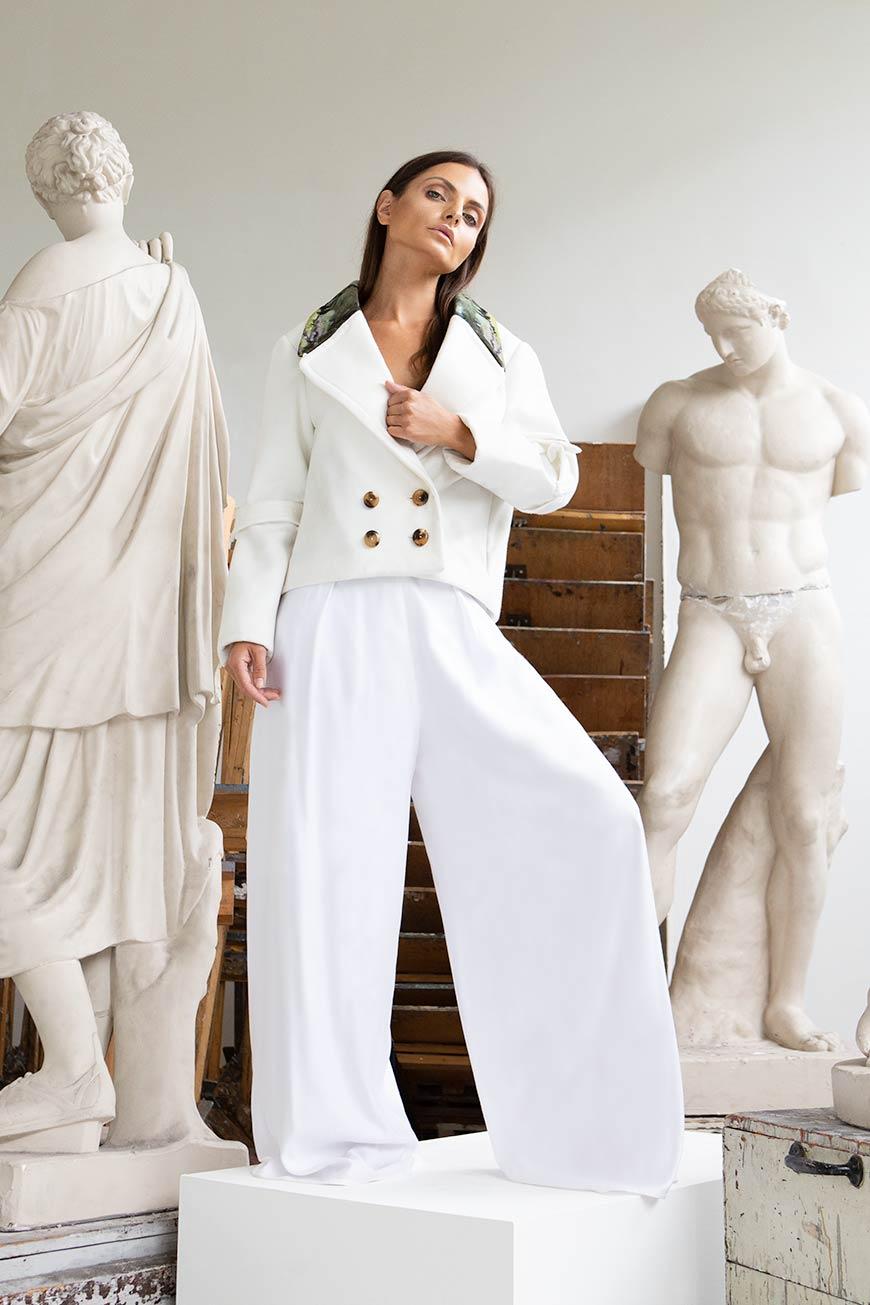 VALDONE Au - Front of the white designer coat HERA Nº2