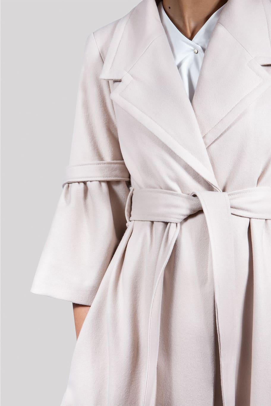 VALDONE Au - Closeup of the maxi beige colour British wool designer coat ELODIE